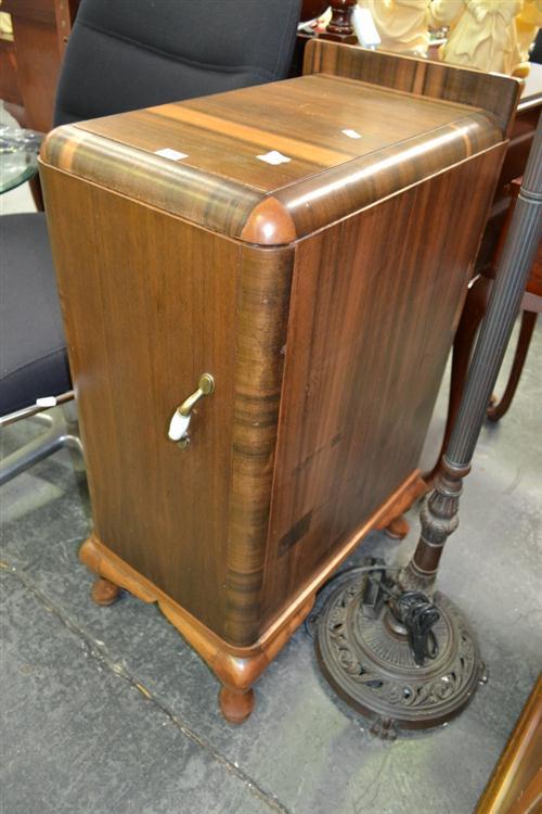 Art Deco Bedside Cabinet de Standard Lamp
