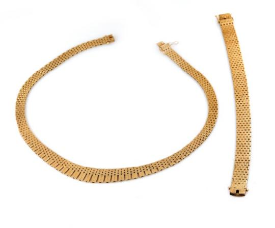 A jewellery collection of 14k gold comprising a necklace and a bracelet