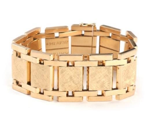 Guldvirke: A 14k gold bracelet. Weight app. 60 gr.
