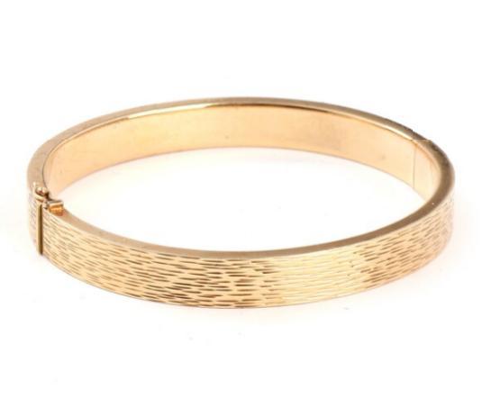 A 14k gold bangle. Weight app. 13.5 gr. Inside 6 x 5.5 cm