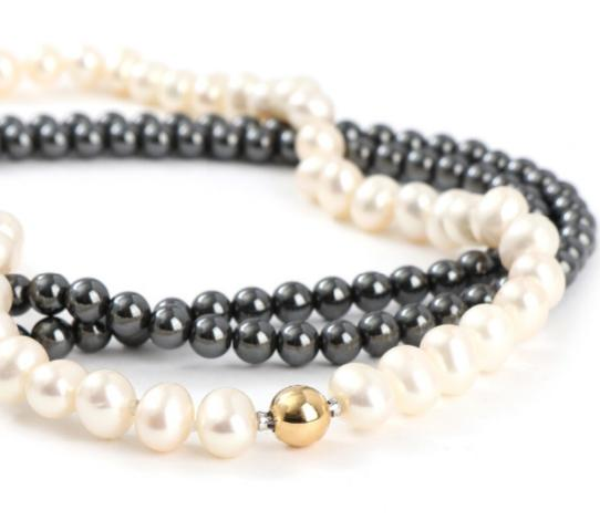 An 18k gold clasp with matching freshwater cultured pearl necklace