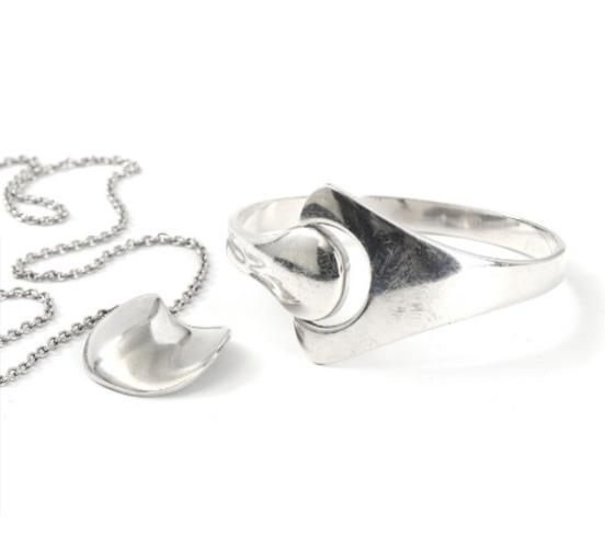 A sterling silver bangle and necklace. Diam. 5.5 cm