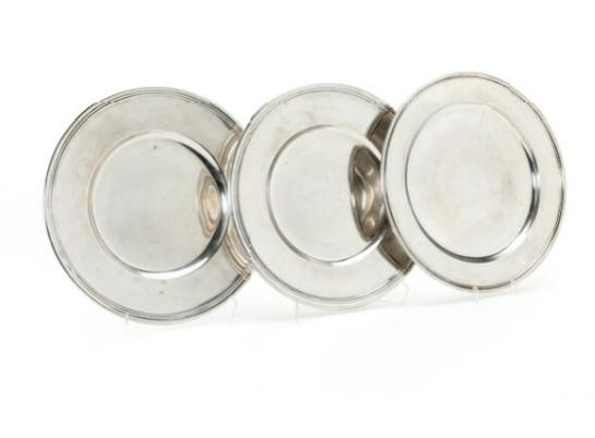 A pair and a single silver plate. Cohr, a.o. Weight 1550 gr