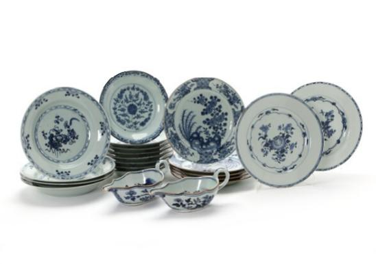 Nineteen Chinese porcelain dishes with various decoration
