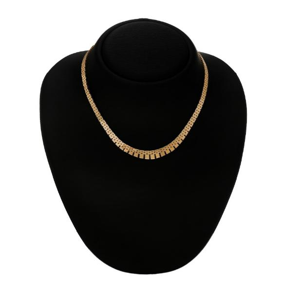 A necklace of 14k gold