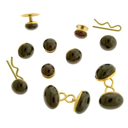 A GENT'S 14CT GOLD AND GARNET DRESS SUITE