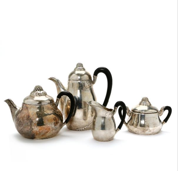 Evald Nielsen Art Nouveau set of lightly hammered silver chaised with leaves, finials in the shape of blackberries