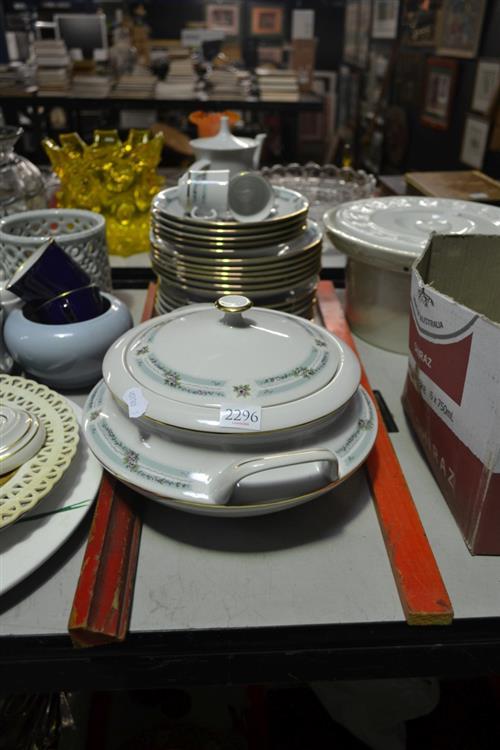 "Czech, China Dinnerwares ""Carlsbad"""